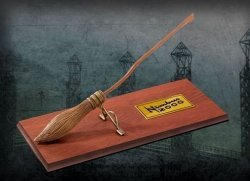 Статуэтка Nimbus 2000 Scale Model Miniature